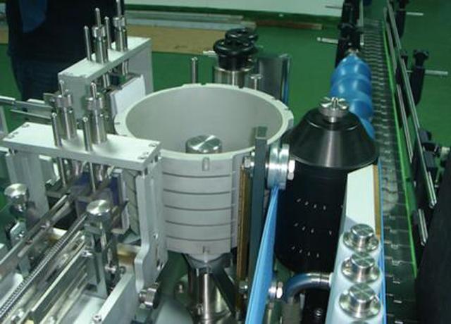 自動リニアラウンドボトルコールドペーストウェットグルーラベリングマシン