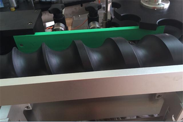 自動回転位置決めラベリング機の詳細